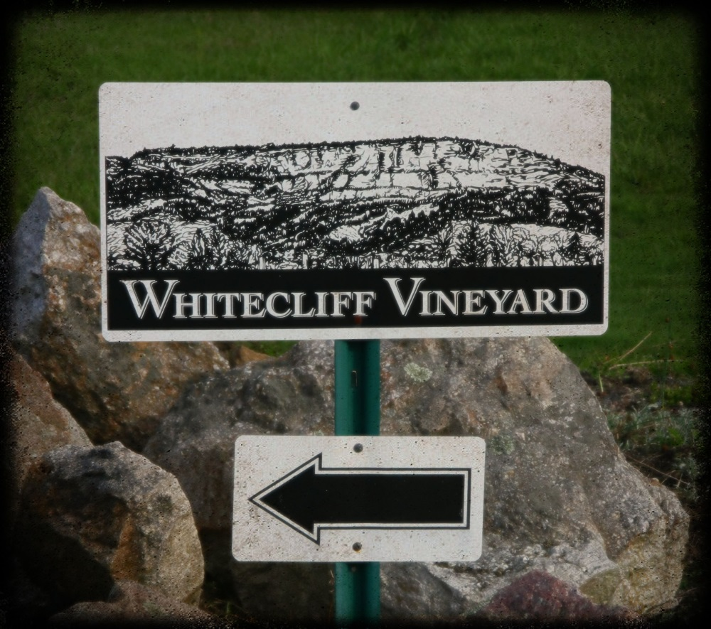 Whitecliff-Vineyards-Sign