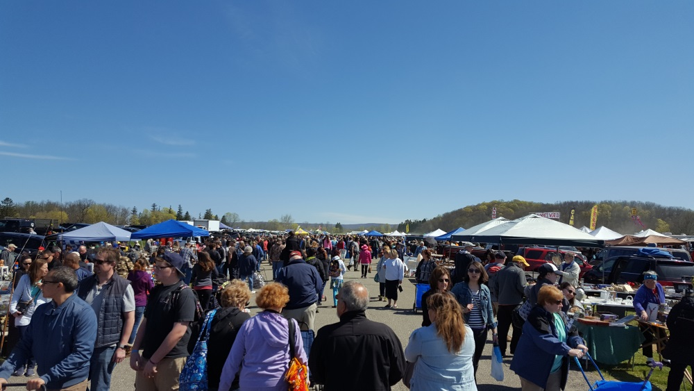 Stormville Flea Market people walkting shopping 5