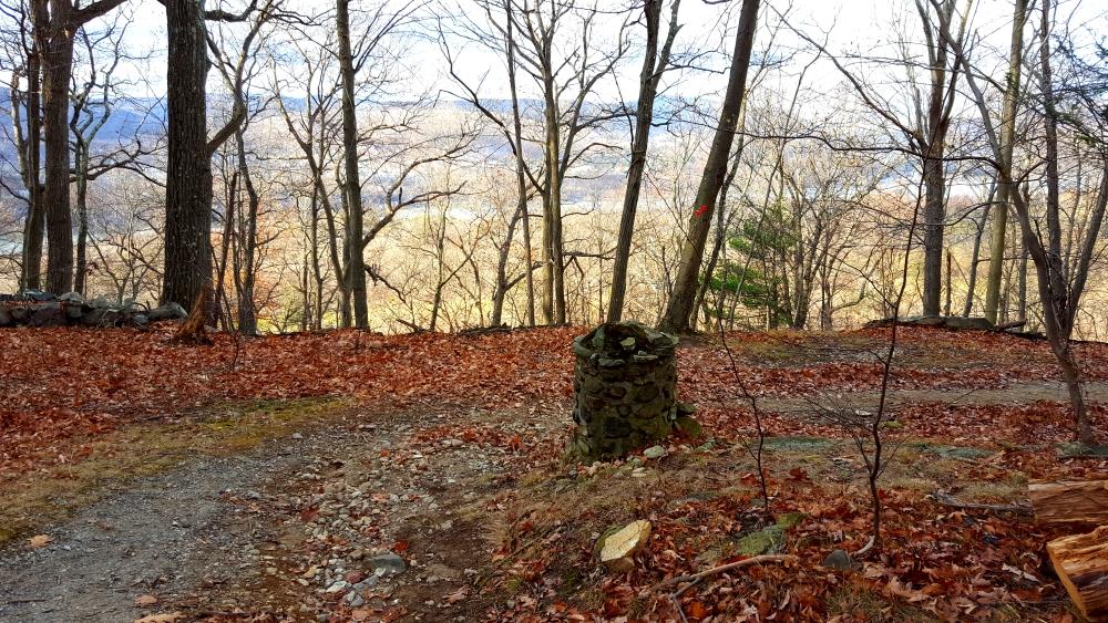 sugarloaf-hill-philipstown-stone-marker
